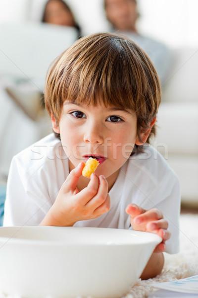 Gyönyörű kicsi fiú eszik sültkrumpli padló Stock fotó © wavebreak_media