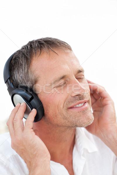 Stockfoto: Man · luisteren · muziek · home · ontspannen · glimlachend
