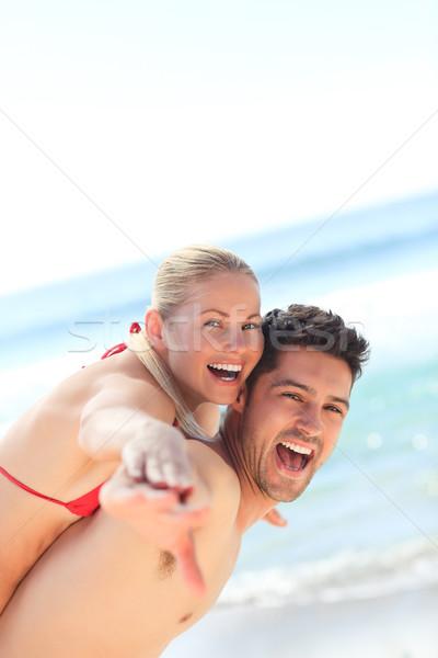 Bella uomo fidanzata piggyback spiaggia acqua Foto d'archivio © wavebreak_media
