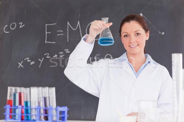 Cute wetenschapper tonen container omhoog Blauw Stockfoto © wavebreak_media