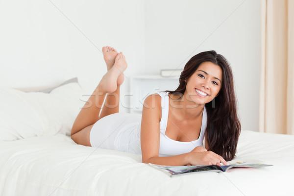 Donna letto libro guardando Foto d'archivio © wavebreak_media