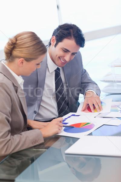 Portré mosolyog üzletemberek tanul statisztika tárgyalóterem Stock fotó © wavebreak_media