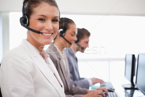 Lächelnd Call Center Bevollmächtigter arbeiten Kollegen hinter Stock foto © wavebreak_media