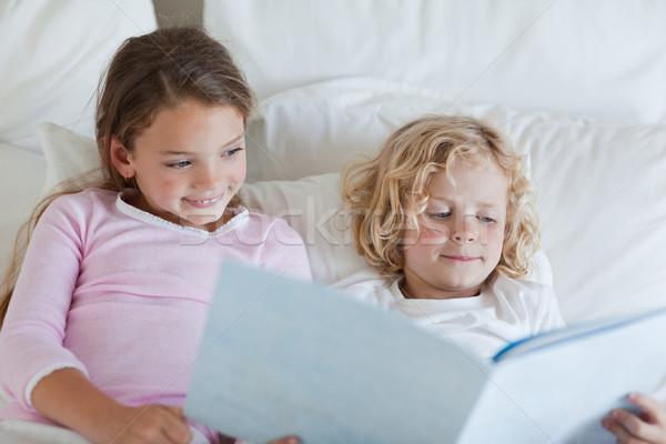 брат сестра чтение кровать время история Сток-фото © wavebreak_media