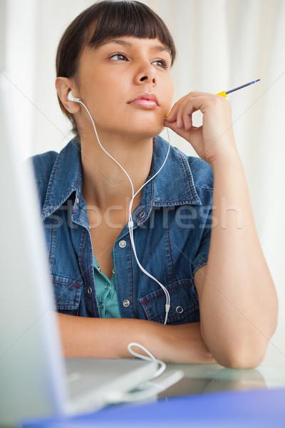 Studenten Hausaufgaben hören Musik Laptop Studie Stock foto © wavebreak_media