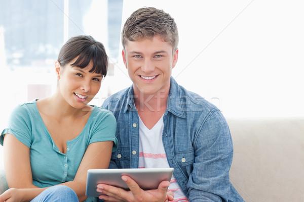 Paar Couch lächelnd aussehen gerade Stock foto © wavebreak_media
