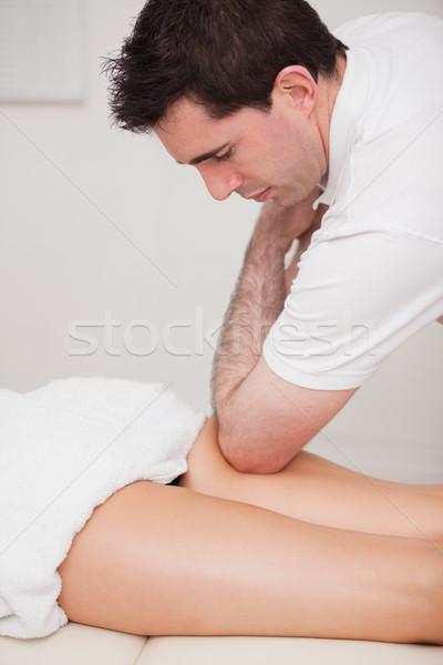 Quiropráctico muslo paciente codo habitación Foto stock © wavebreak_media
