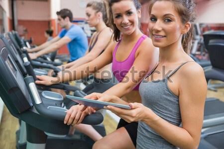Glimlachende vrouw instructeur gymnasium gezondheid opleiding vrouwelijke Stockfoto © wavebreak_media