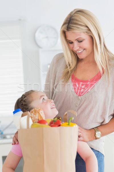 女の子 見える 母親 キッチン 食料品 ショッピング ストックフォト © wavebreak_media