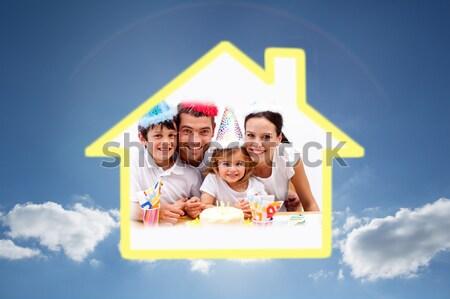 Sonriendo familia posando amarillo casa ilustración Foto stock © wavebreak_media