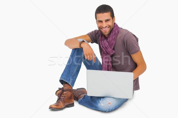 Gelukkig man vergadering vloer met behulp van laptop naar Stockfoto © wavebreak_media