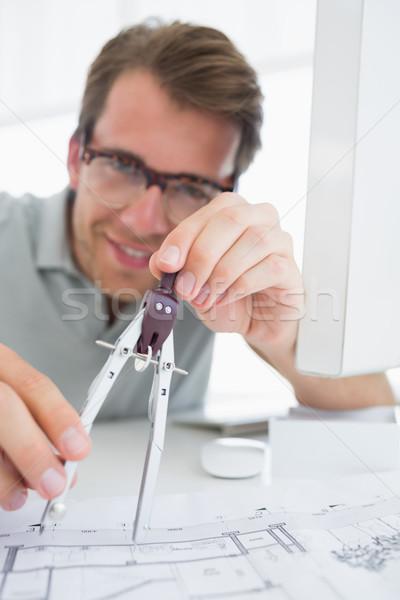 Concentrato uomo bussola design primo piano giovane Foto d'archivio © wavebreak_media
