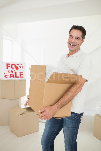Derűs férfi hordoz dobozok új ház portré Stock fotó © wavebreak_media