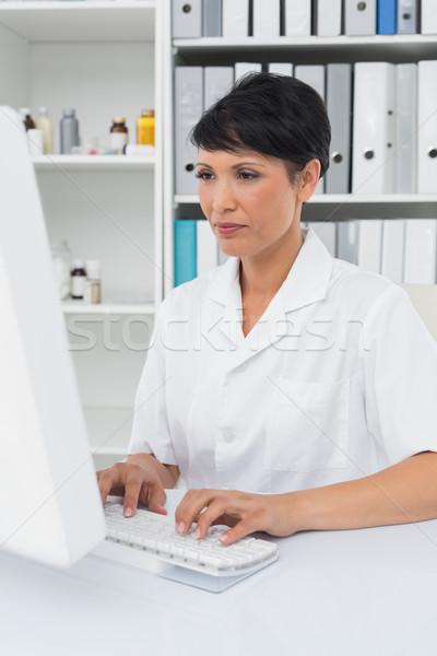Konsantre kadın doktor tıbbi ofis Stok fotoğraf © wavebreak_media