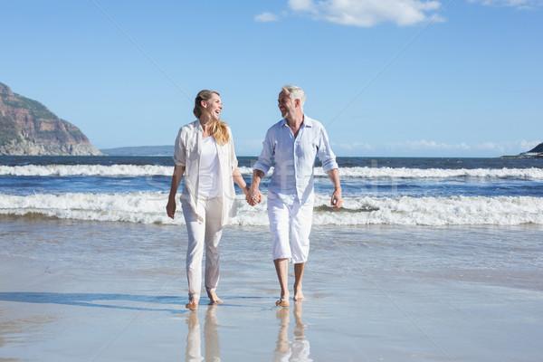 Feliz casal caminhada descalço praia Foto stock © wavebreak_media