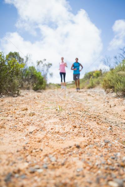 Caber casal corrida para baixo montanha trilha Foto stock © wavebreak_media
