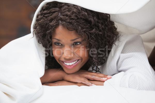 Aantrekkelijke vrouw glimlachend home slaapkamer vrouwelijke lifestyle Stockfoto © wavebreak_media
