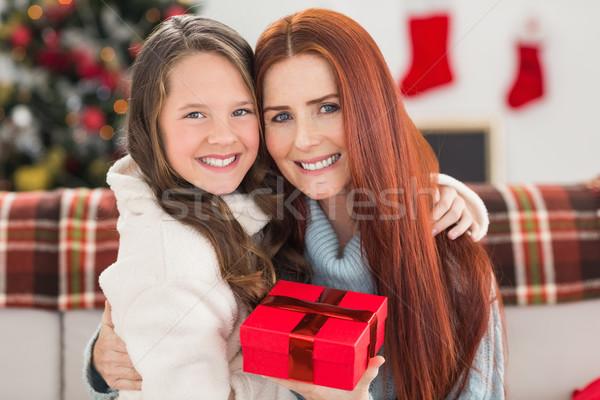 дочь матери Рождества настоящее домой гостиной Сток-фото © wavebreak_media