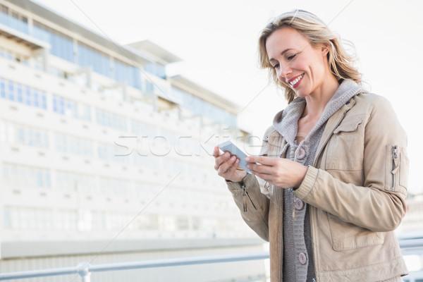 улыбаясь блондинка Постоянный город женщину Сток-фото © wavebreak_media