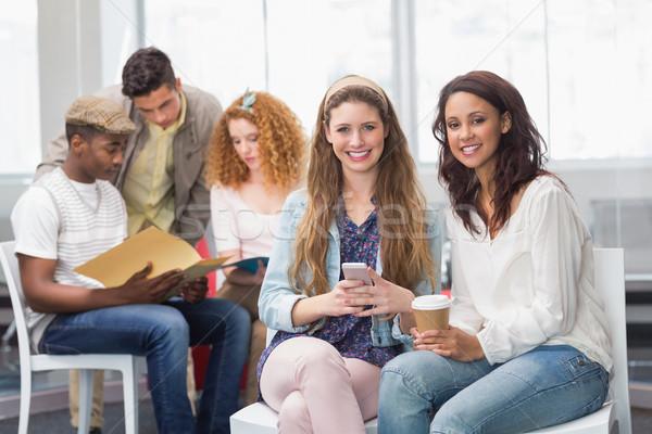 Mode studenten glimlachend camera samen college Stockfoto © wavebreak_media