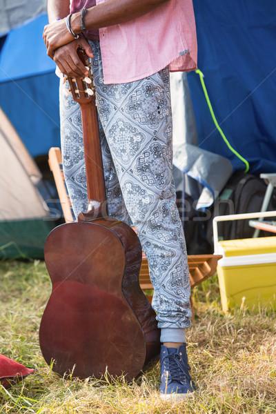 Hipszter tart gitár táborhely napos idő nyár Stock fotó © wavebreak_media