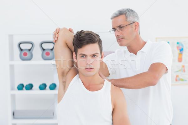 Lekarza młody człowiek ramię medycznych biuro Zdjęcia stock © wavebreak_media