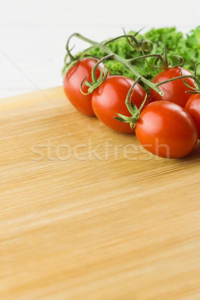 Koktélparadicsom petrezselyem vágódeszka copy space konyha főzés Stock fotó © wavebreak_media