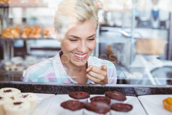 きれいな女性 ポインティング カップ ケーキ ベーカリー 幸せ ストックフォト © wavebreak_media