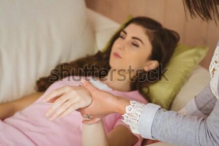 запястье женщину помочь женщины профессиональных Сток-фото © wavebreak_media