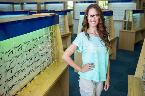 красивая женщина торговых новых очки женщины улыбаясь Сток-фото © wavebreak_media