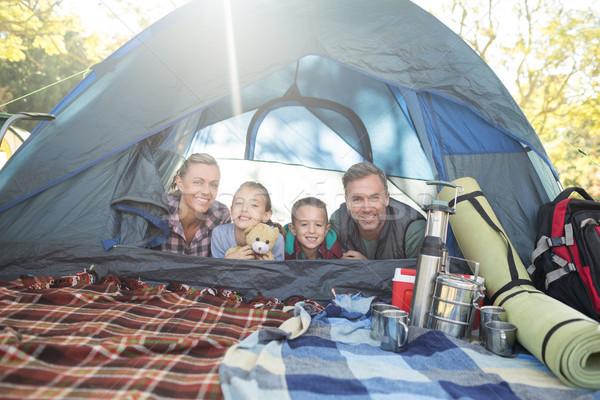 Uśmiechnięty rodziny namiot portret dziewczyna drzewo Zdjęcia stock © wavebreak_media