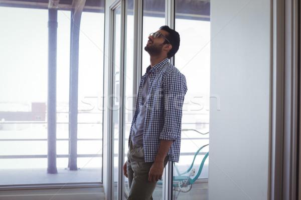 Infeliz empresario oficina pie tecnología vidrio Foto stock © wavebreak_media