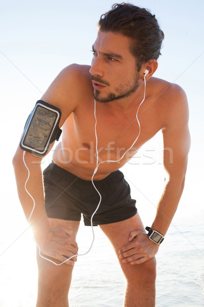 épuisé homme pause jogging plage Photo stock © wavebreak_media