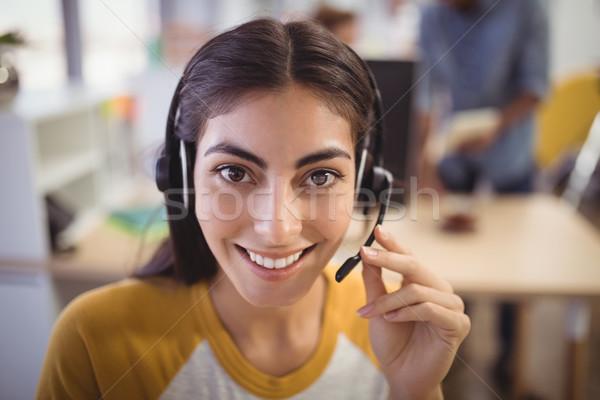 Portret glimlachend vrouwelijke klantenservice vertegenwoordiger Stockfoto © wavebreak_media