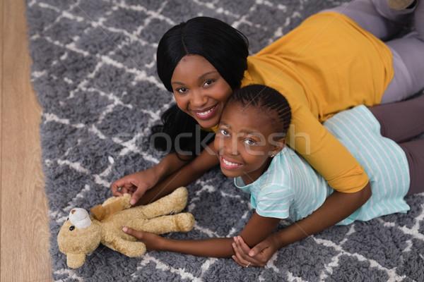 Madre figlia orsacchiotto tappeto home Foto d'archivio © wavebreak_media