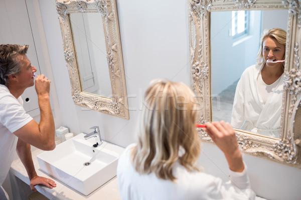 Pár fogmosás tükör fürdőszoba férfi otthon Stock fotó © wavebreak_media