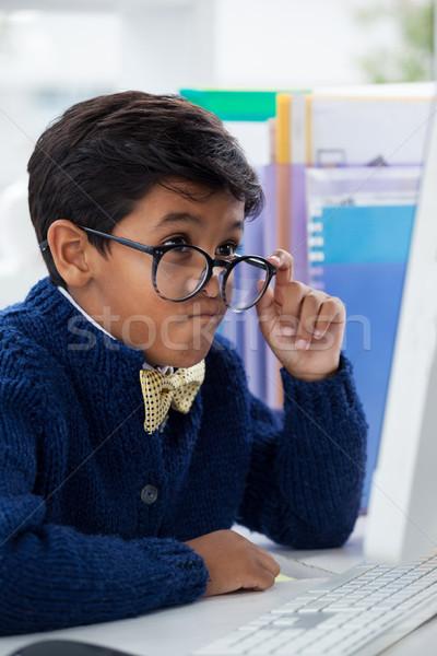 бизнесмен лице глядя Компьютерный монитор рабочих Сток-фото © wavebreak_media