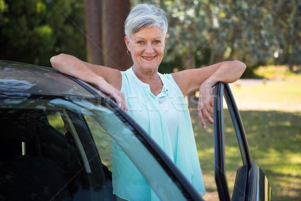 Idős nő áll vmi mellett autó portré Stock fotó © wavebreak_media