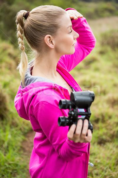 Femenino caminante binoculares naturaleza Foto stock © wavebreak_media