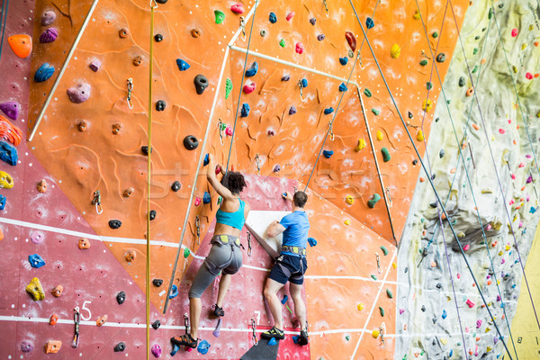 Encajar Pareja escalada gimnasio hombre Foto stock © wavebreak_media