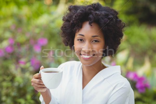 Stockfoto: Glimlachende · vrouw · mok · tuin · vrouw · gelukkig