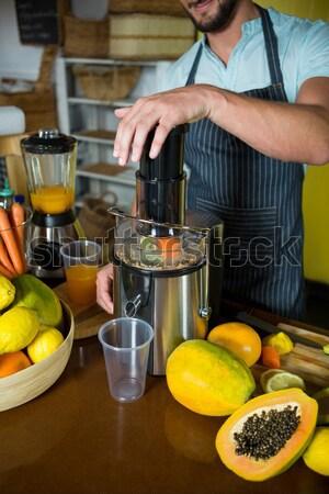 Kadın salata mutfak ev turuncu Stok fotoğraf © wavebreak_media