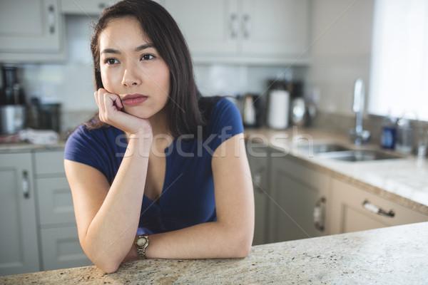 Stock fotó: Fiatal · nő · álmodozás · konyha · otthon · gondolkodik · női