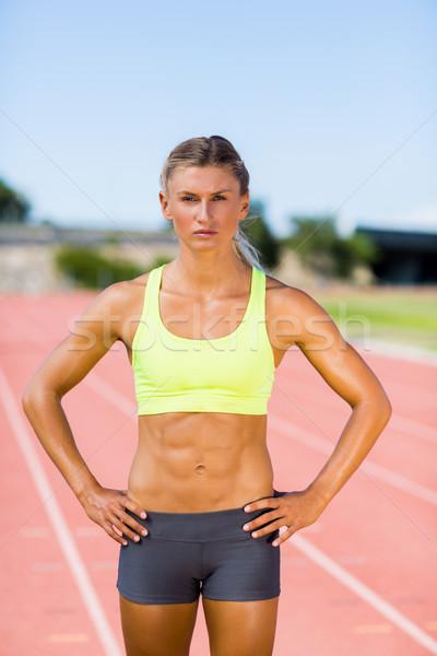 Női atléta áll kéz csípő fut Stock fotó © wavebreak_media