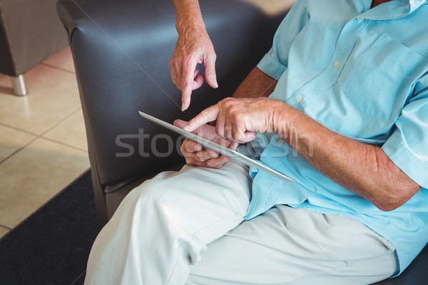 Senior man digitale tablet bejaardentehuis vrouw Stockfoto © wavebreak_media