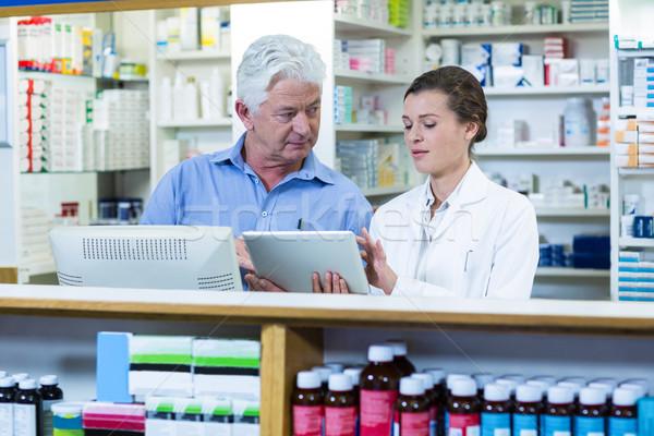 Digitális tabletta pult gyógyszertár férfi orvos Stock fotó © wavebreak_media