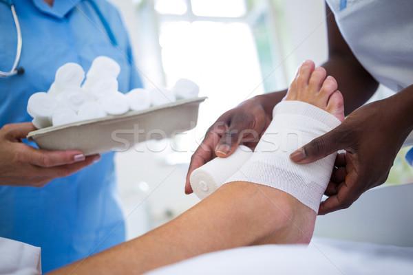 врач ногу больницу женщину человека медицинской Сток-фото © wavebreak_media