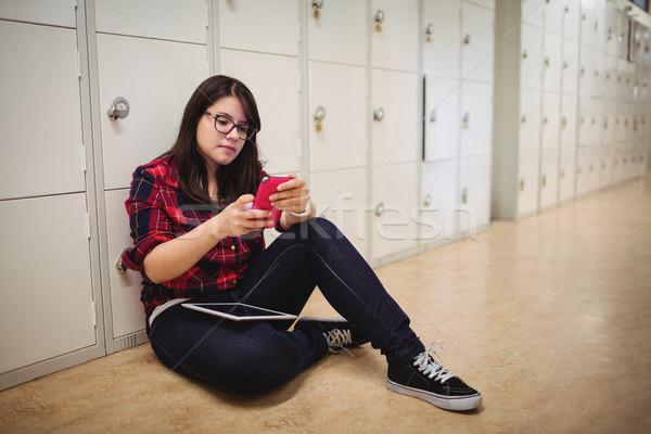 Femminile studente cellulare spogliatoio college donna Foto d'archivio © wavebreak_media