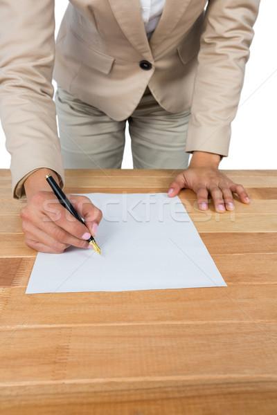 Mujer de negocios relleno hipoteca contrato forma Foto stock © wavebreak_media