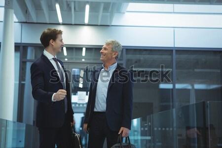 Geschäftsleute Gespräch glücklich Büro Frau Mann Stock foto © wavebreak_media